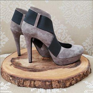 Beautiful Jessica Simpson heels